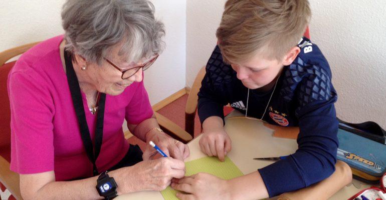 Herbst im Kopf – Grundschulkinder im Kontakt mit Demenzerkrankten